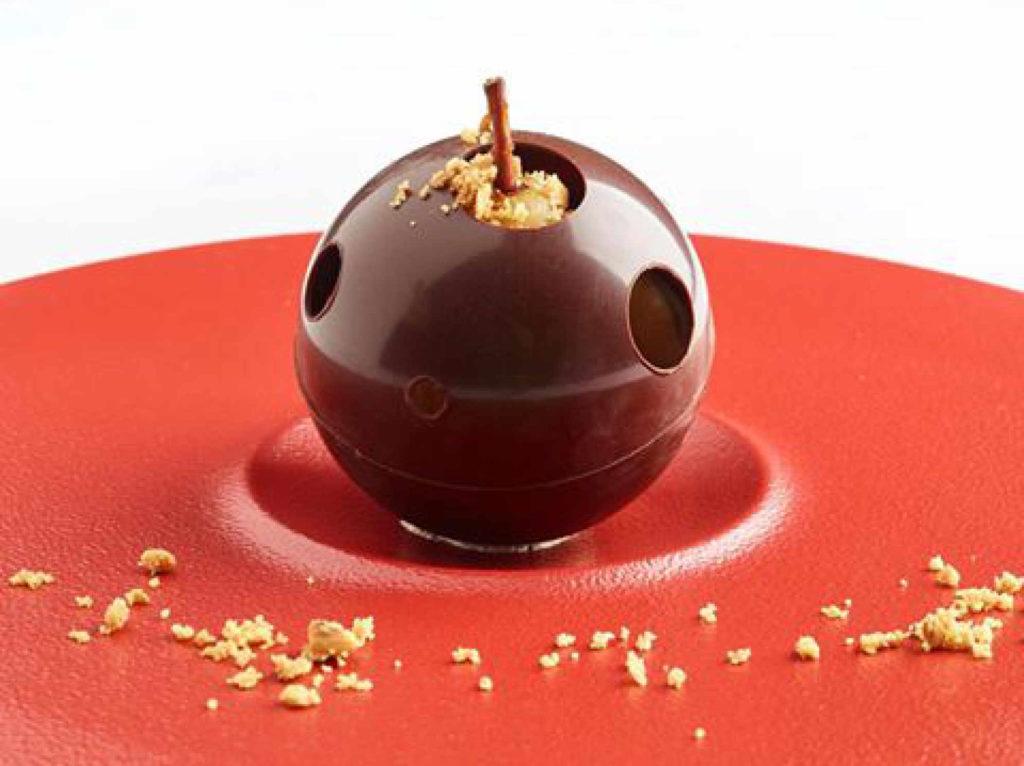 Traiteur Lebot - Sphère chocolatée - dessert - traiteur nantes 44
