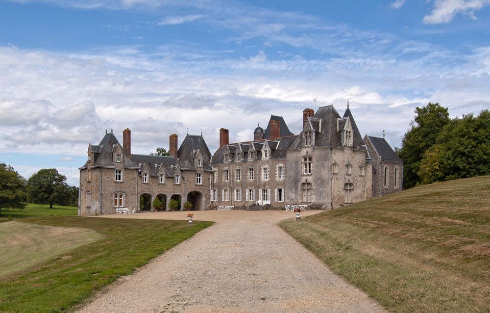 Entrée du château de la Bretonnière