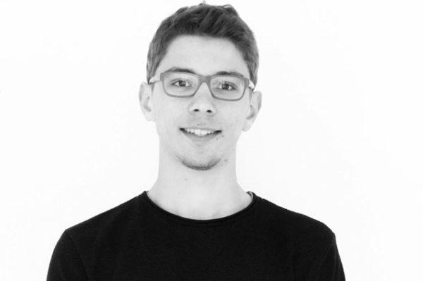 Jeune homme brun a lunette guillaume raquet stagiaire communication commerciale