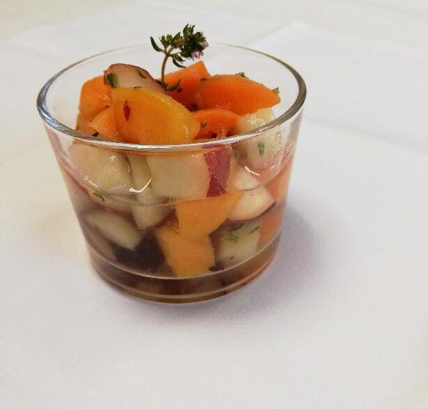 Salade de pêches et abricots thym et romarin