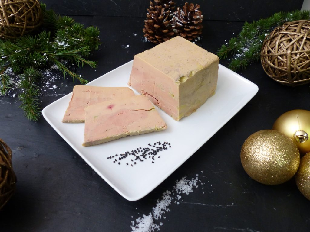 Foie gras du traiteur Lebot bloc de foie gras en terrine et gros sel